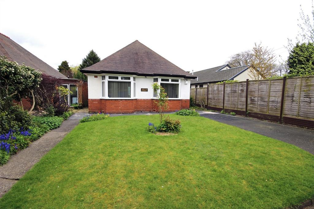 3 Bedrooms Detached Bungalow for sale in Belle View Drive, Mucklow Hill, HALESOWEN, West Midlands