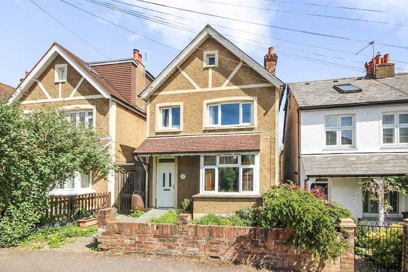 4 Bedrooms Detached House for sale in Duffield Road, Walton On The Hill, Tadworth, Surrey. KT20 7UQ