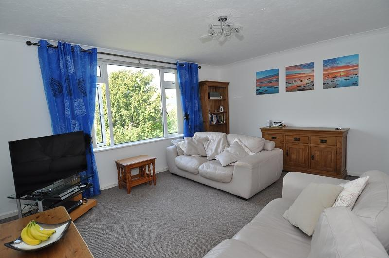2 Bedrooms Flat for sale in The Gables The Southra, Dinas Powys, The Vale Of Glamorgan. CF64 4DN