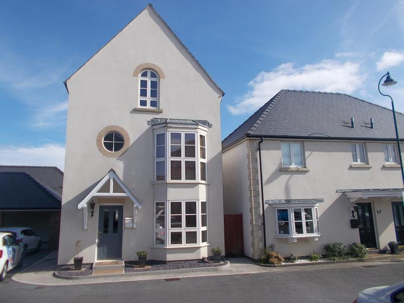4 Bedrooms Detached House for sale in Pitchford Lane, Llandarcy, Neath, Neath Port Talbot.