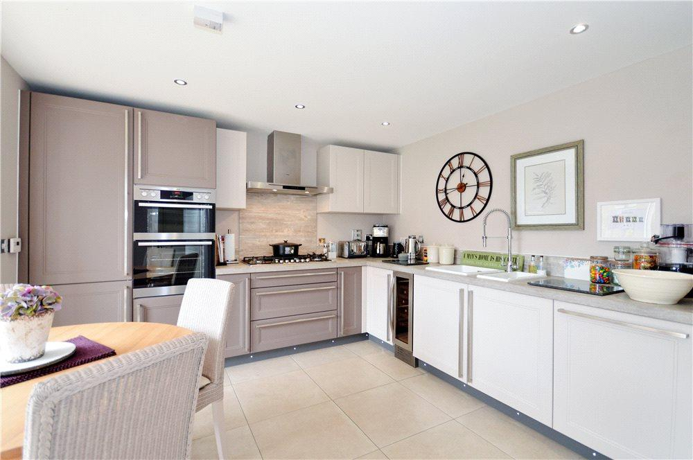 5 Bedrooms Detached House for sale in Poppyfields, Charing, Ashford, Kent