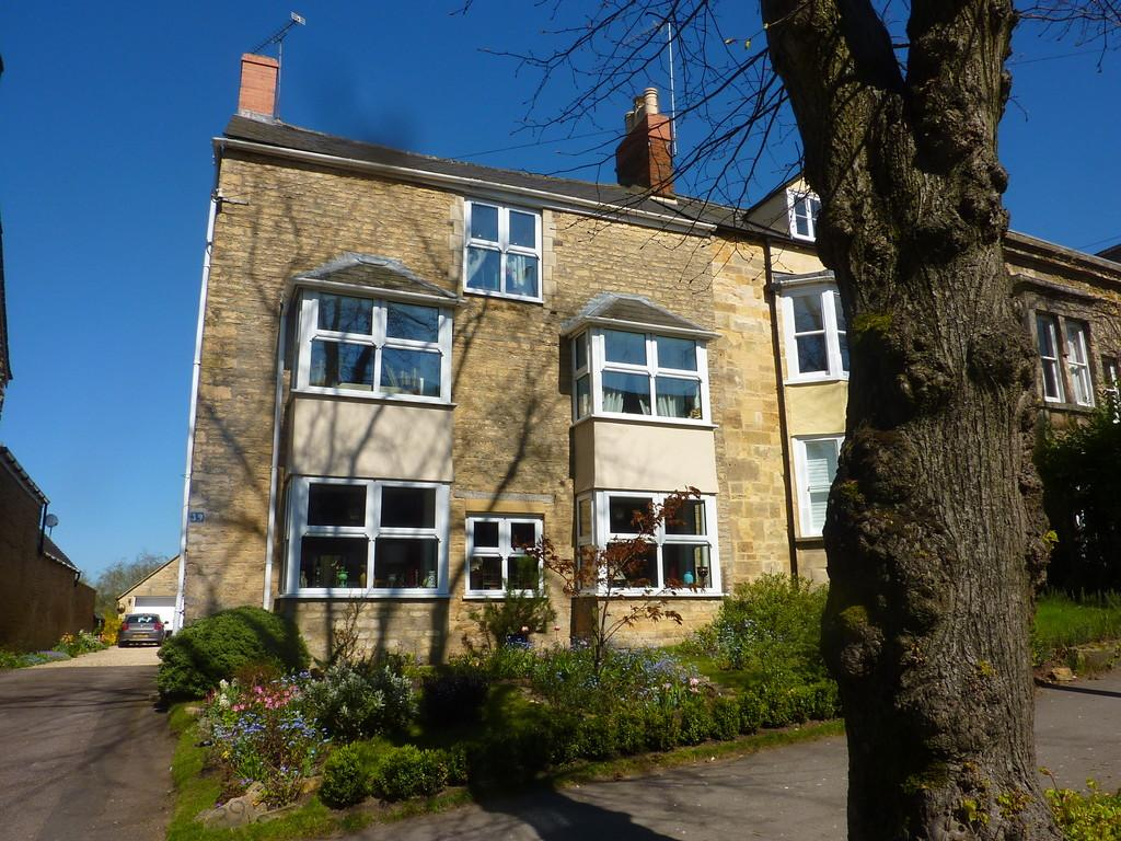 4 Bedrooms Town House for sale in Chipping Norton