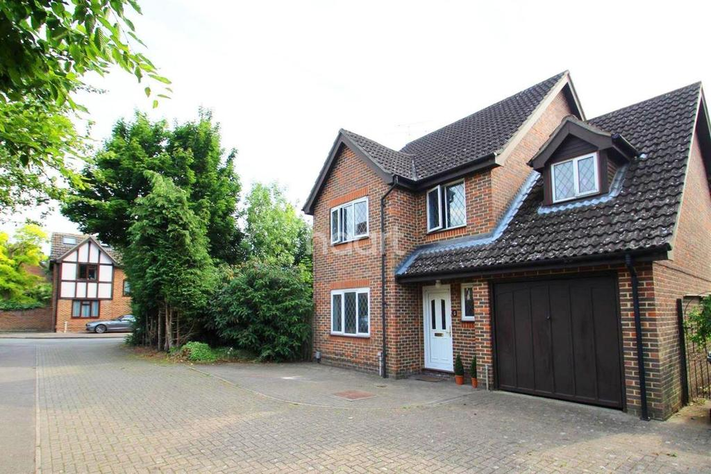 4 Bedrooms Detached House for sale in Rightmove