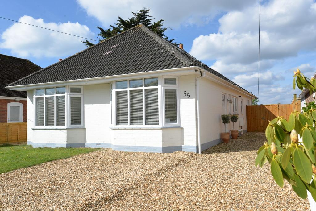 4 Bedrooms Chalet House for sale in Kennard Road, New Milton