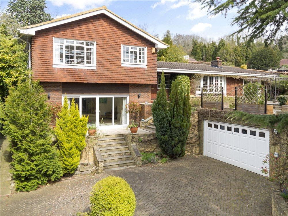 4 Bedrooms Detached House for sale in Warwicks Bench Lane, Guildford, Surrey, GU1