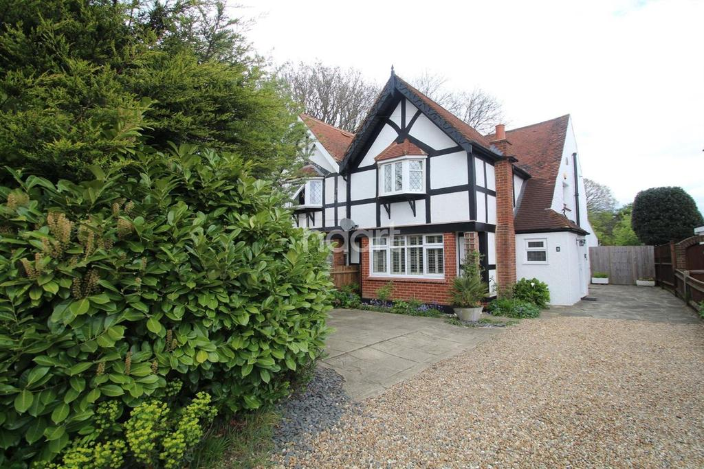3 Bedrooms Semi Detached House for sale in Walderslade Road, Chatham
