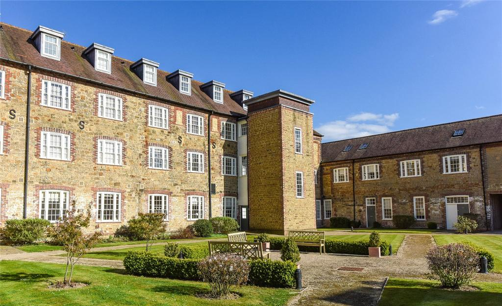 2 Bedrooms Apartment Flat for sale in Budgenor Lodge, Dodsley Lane, Midhurst, West Sussex, GU29