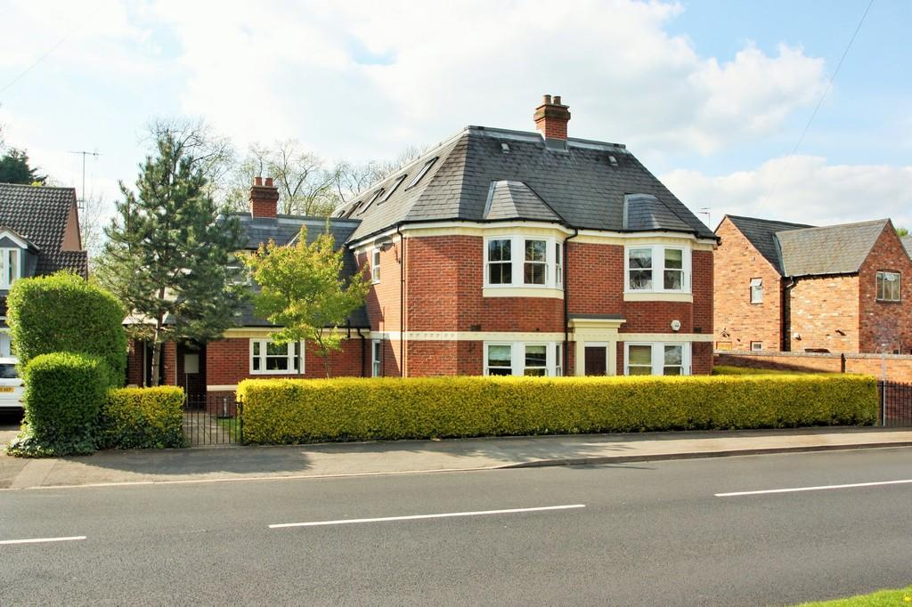 2 Bedrooms Apartment Flat for sale in Avonview, Shipston Road, Stratford