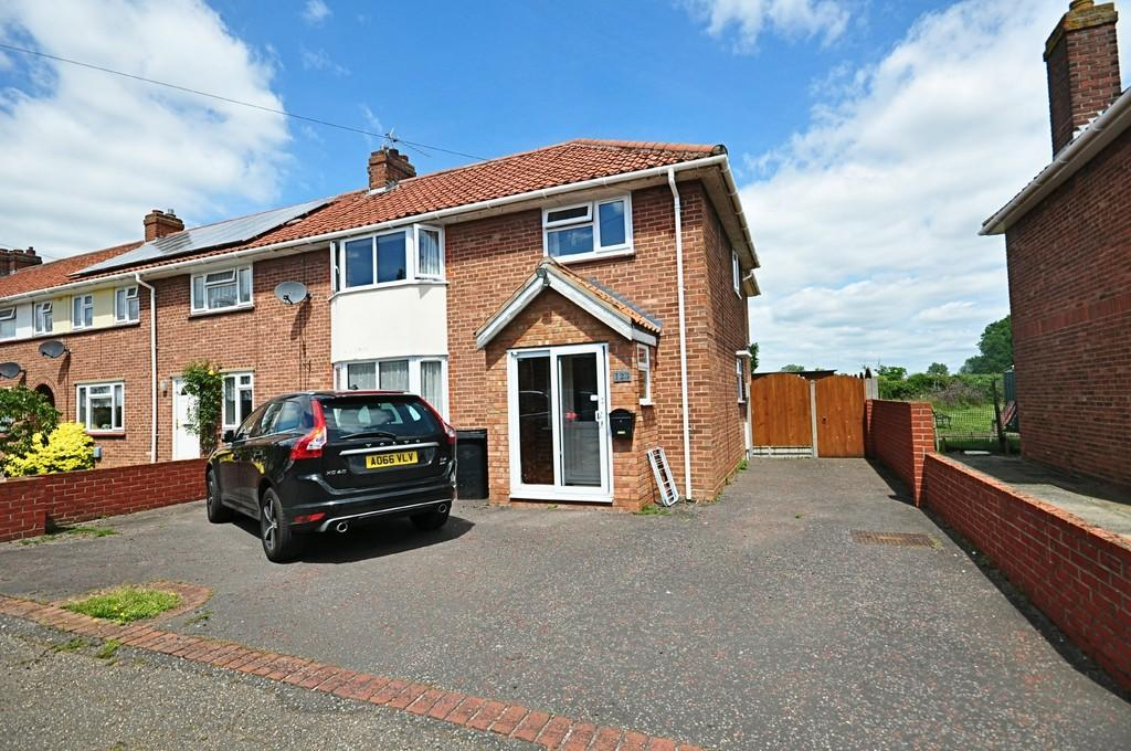 4 Bedrooms Semi Detached House for sale in Willbye Avenue, Diss