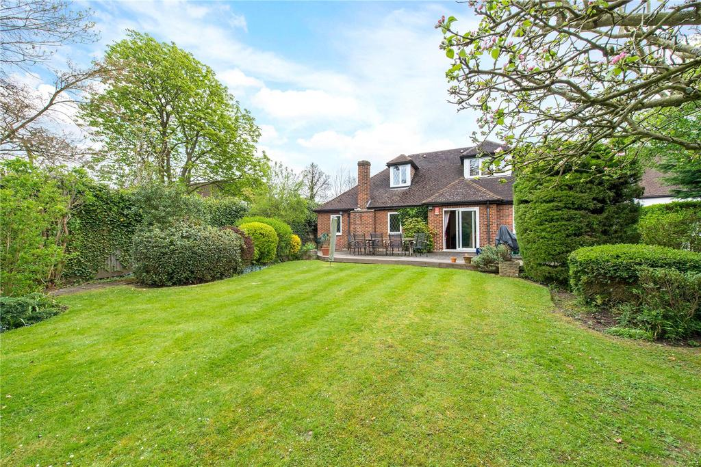 5 Bedrooms Detached Bungalow for sale in Cuckoo Hill, Pinner, Middlesex, HA5