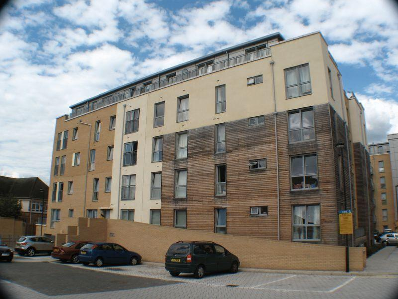 1 Bedroom Flat for sale in Domus Court, Fortune Avenue, EDGWARE, Middlesex, HA8 0FJ