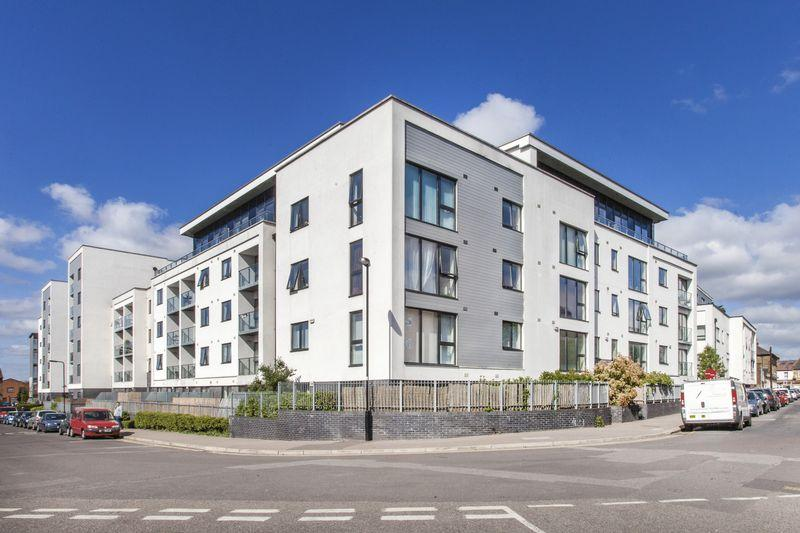 1 Bedroom Flat for sale in Hillyfield, Walthamstow E17