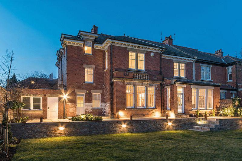 6 Bedrooms Semi Detached House for sale in Graham Park Road, Gosforth