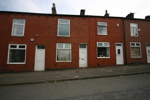 2 Bedrooms Terraced House for sale in Longfield Road, Bolton, BL3