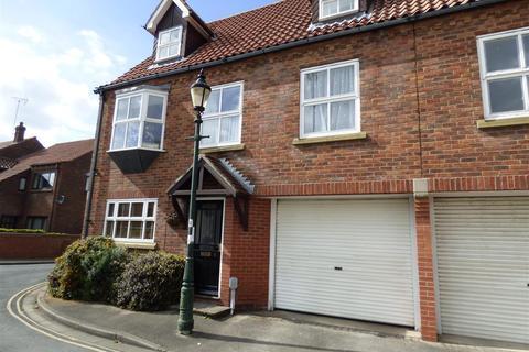 3 bedroom townhouse for sale - Waltham Lane, Beverley