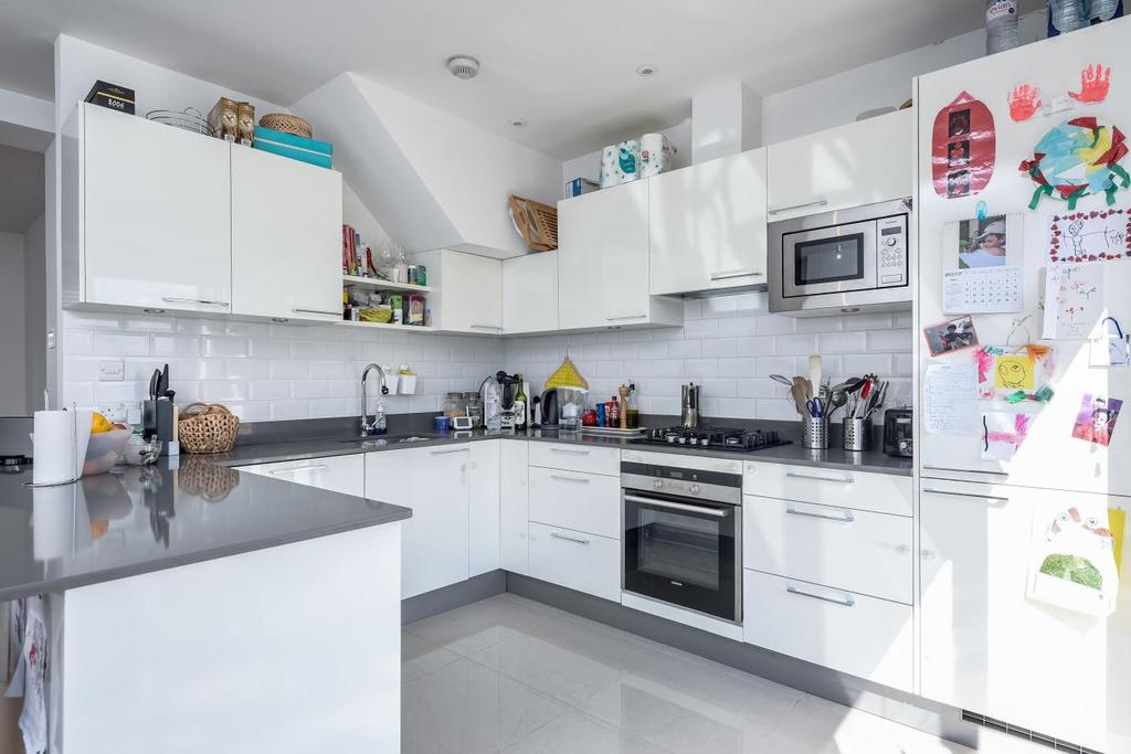 4 Bedrooms Terraced House for sale in Cannon Hill Lane, Raynes Park, SW20