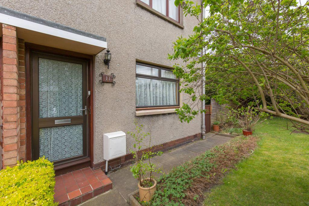 2 Bedrooms Ground Flat for sale in 11 Farrer Grove, Edinburgh, EH7 6SF