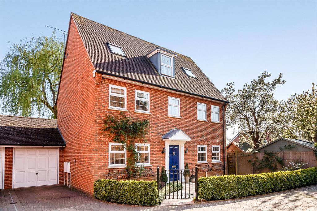 4 Bedrooms House for sale in Cedar Gardens, Beta Road, Chobham, Surrey