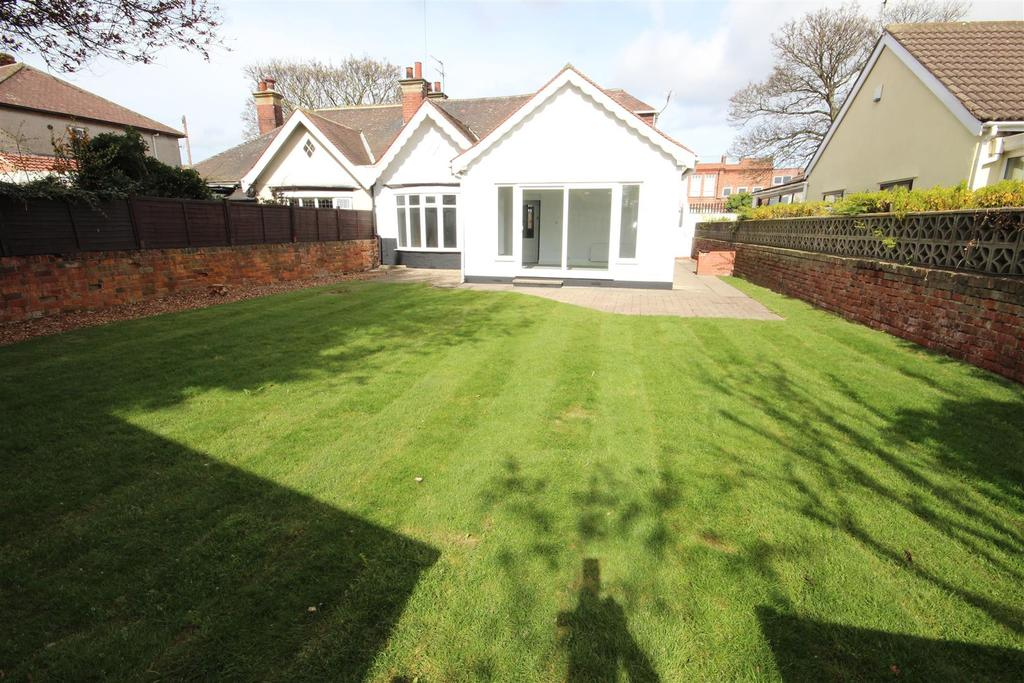 4 Bedrooms Semi Detached Bungalow for sale in Chez Nous Avenue, Hartlepool