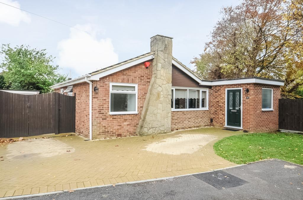 3 Bedrooms Bungalow for sale in Carolyn Drive Orpington BR6