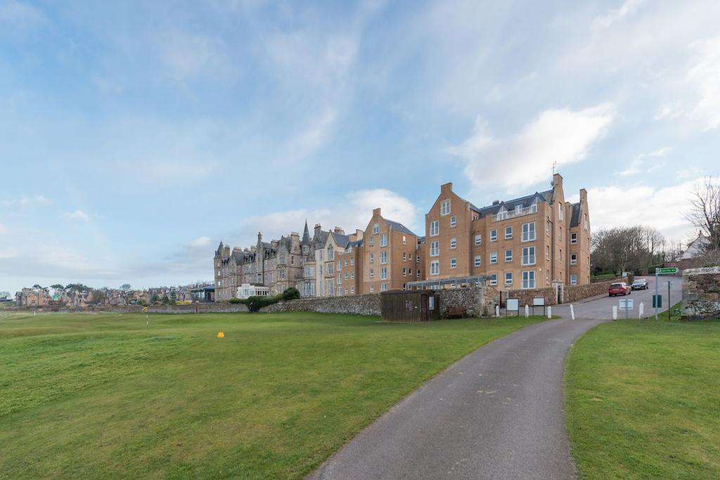 2 Bedrooms Penthouse Flat for sale in 20 Hamilton Court, North Berwick, EH39 4LW