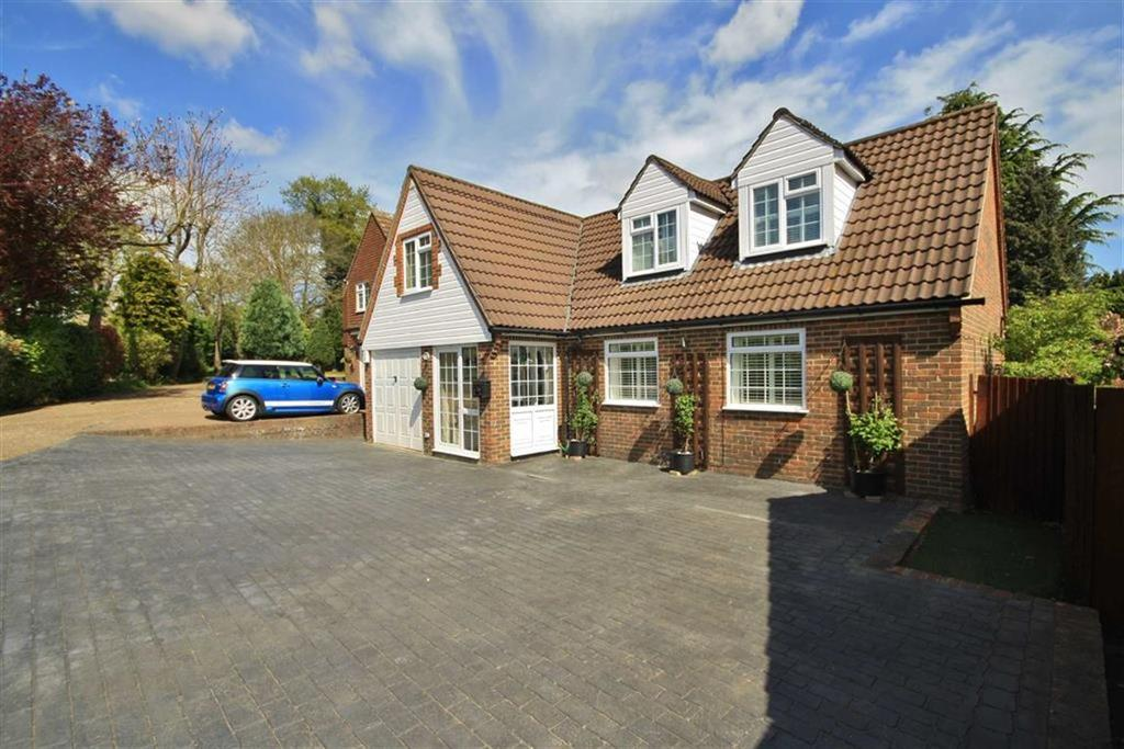 5 Bedrooms Detached House for sale in Leybourne, Kent