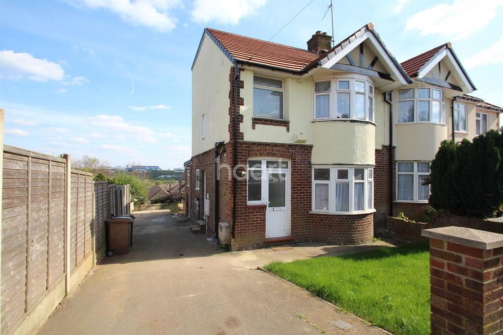 5 Bedrooms Semi Detached House for sale in Go With The Flow In Round Green