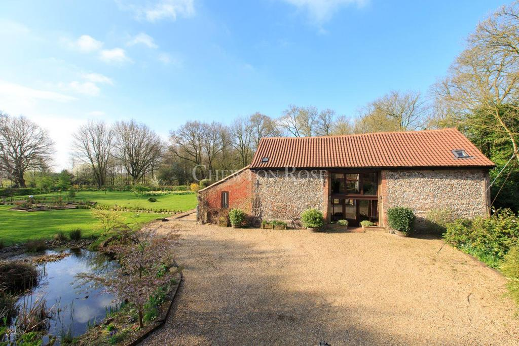 4 Bedrooms Barn Conversion Character Property for sale in Close to Norwich