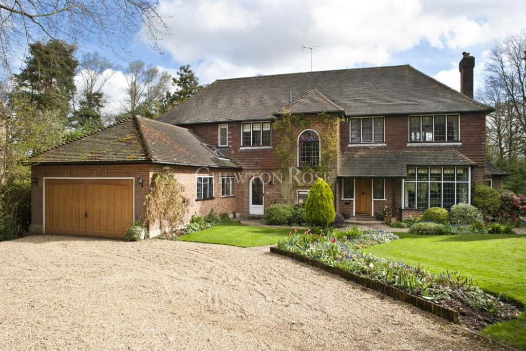 6 Bedrooms Detached House for sale in Bovingdon, Hertfordshire