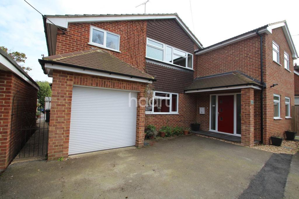 5 Bedrooms Detached House for sale in Fleet