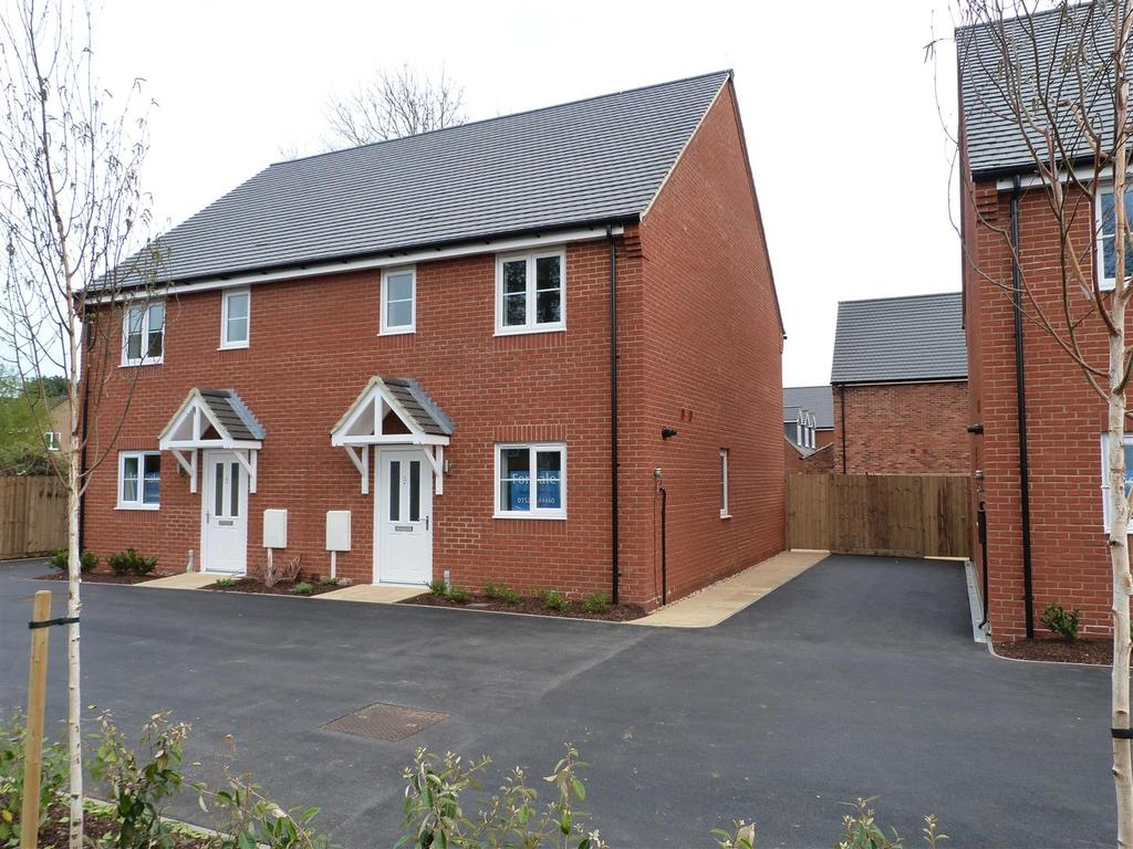 3 Bedrooms Semi Detached House for sale in Church Close, Braybrooke