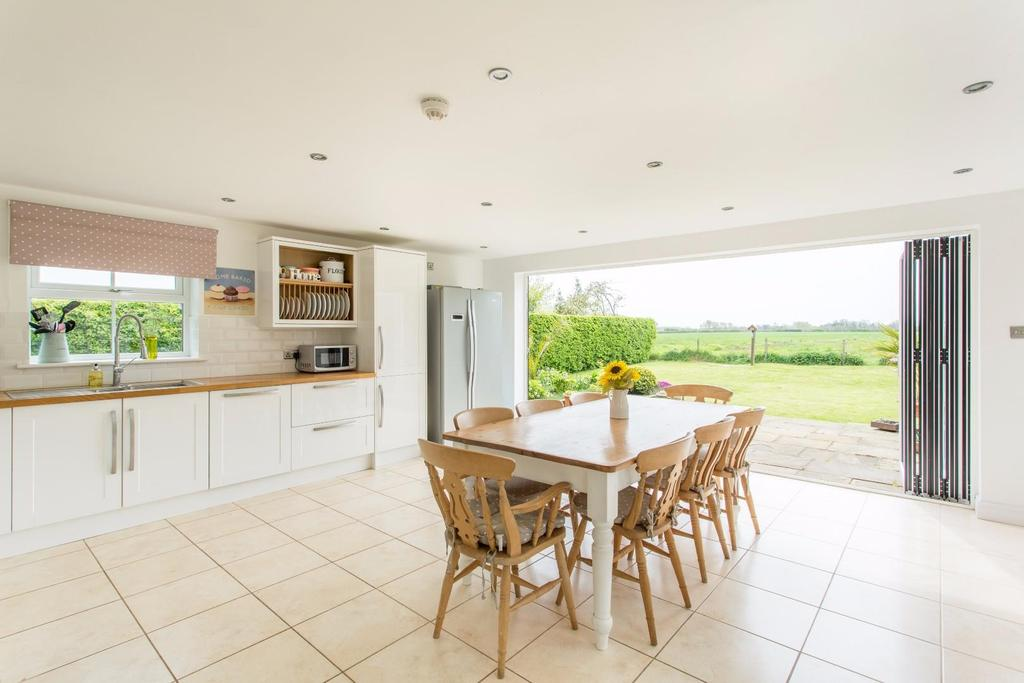 4 Bedrooms Detached House for sale in Aughton, York