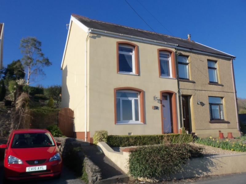 3 Bedrooms Semi Detached House for sale in Capel Seion Road, Drefach, Llanelli, Carmarthenshire.