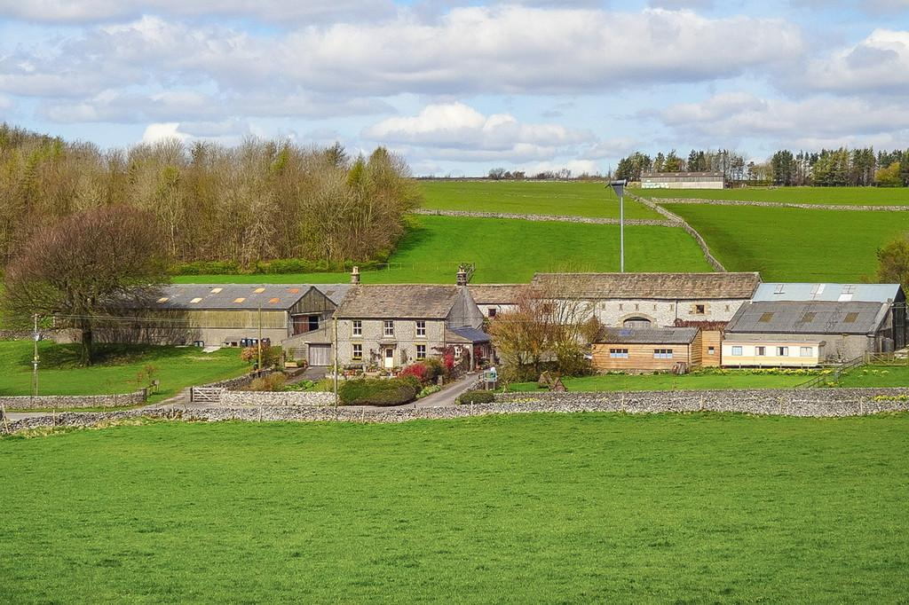4 Bedrooms Farm House Character Property for sale in Bushey Heath Farm, Tideswell, Derbyshire