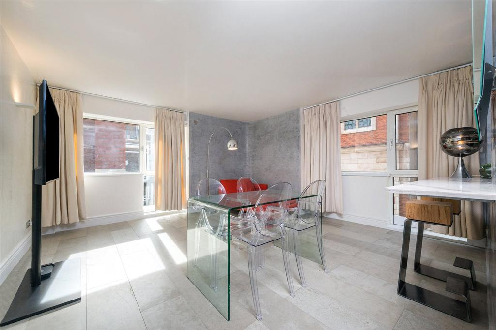 2 Bedrooms Flat for rent in Charter House, Crown Court, London