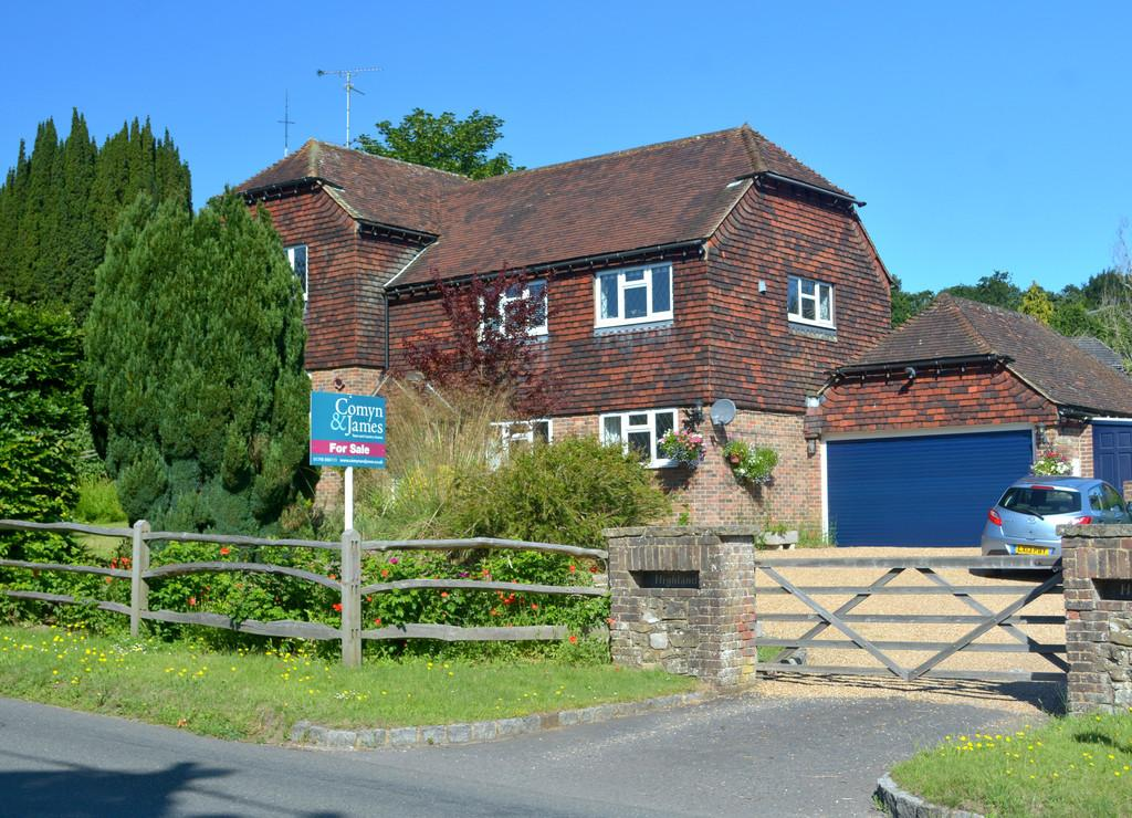 4 Bedrooms Detached House for sale in Coldwaltham