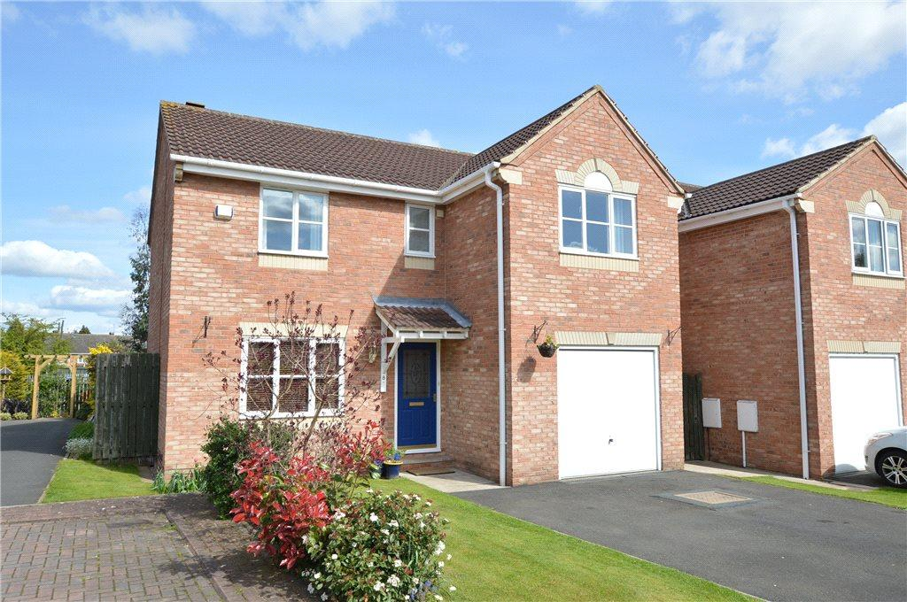 4 Bedrooms Detached House for sale in Greenacre Court, Garforth, Leeds
