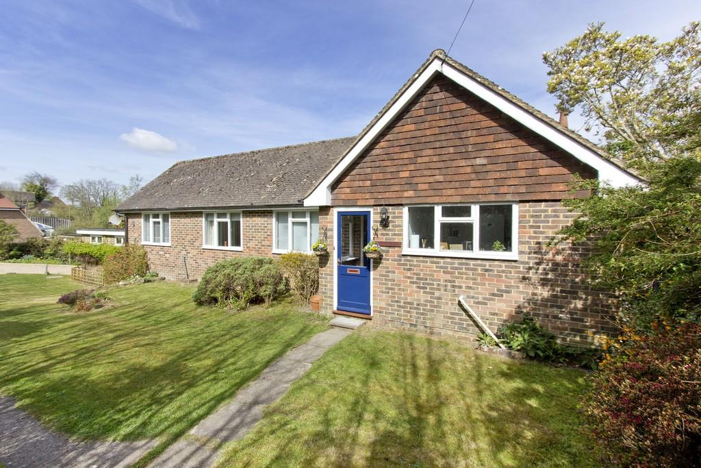 2 Bedrooms Detached Bungalow for sale in Church Road, Rotherfield