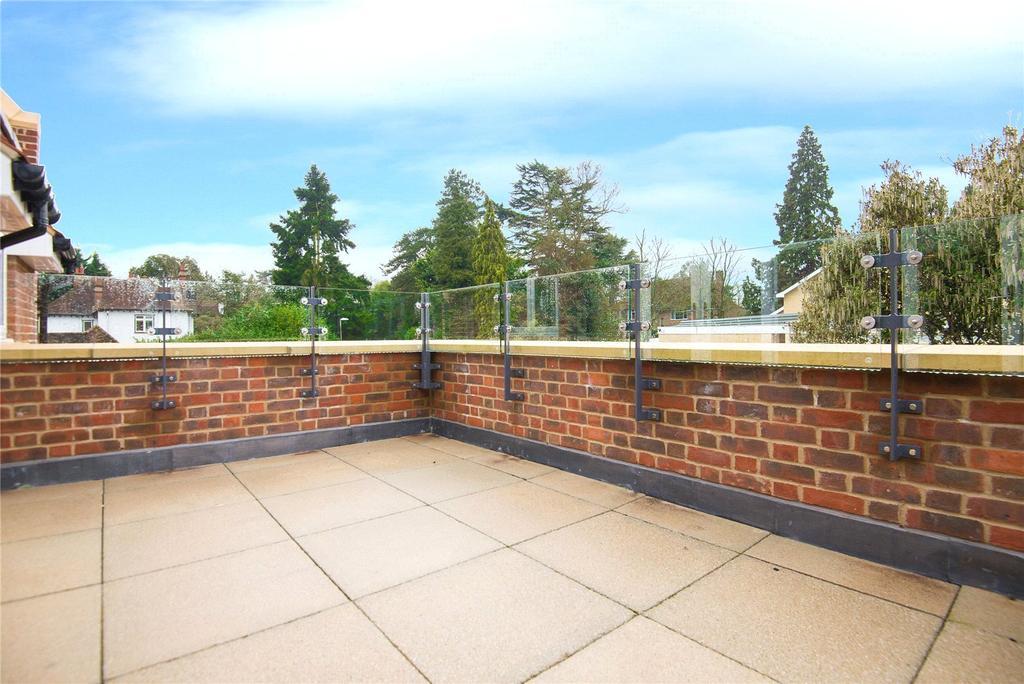 Scholars place south park drive gerrards cross for 1st floor balcony design