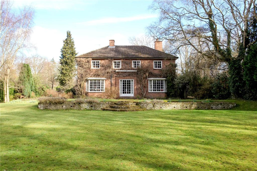 3 Bedrooms Detached House for sale in West Green Road, Hartley Wintney, Hook, Hampshire, RG27