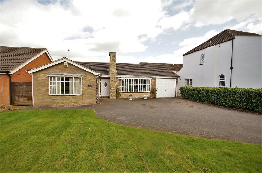 2 Bedrooms Detached Bungalow for sale in Grantham Road, Bracebridge Heath, Lincoln
