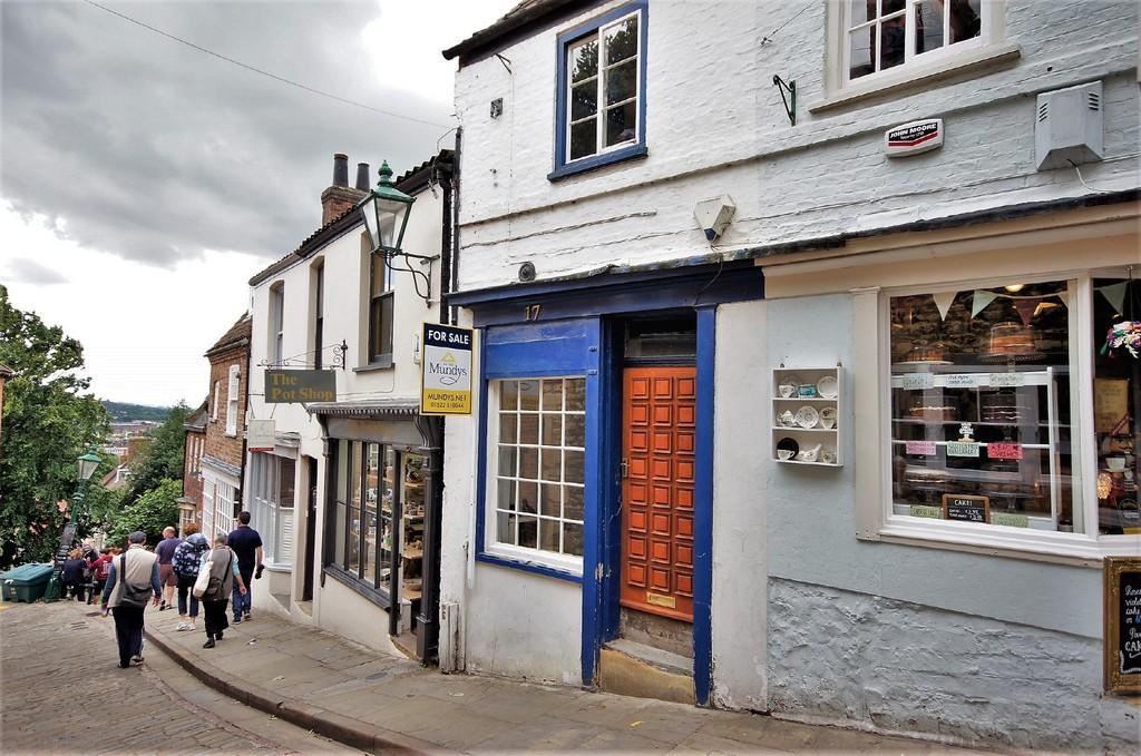 2 Bedrooms Terraced House for sale in Steep Hill, Lincoln