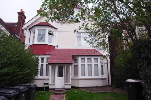 3 bedroom house to rent - Cranes Park, Surbiton, KT5 8AS