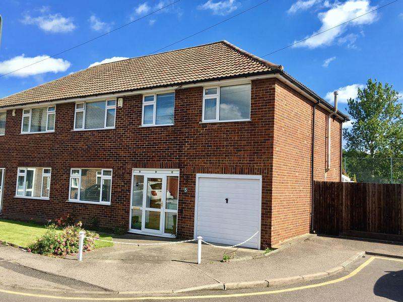 5 Bedrooms Semi Detached House for sale in Farm Vale, Bexley Village