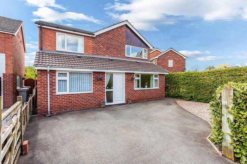 4 Bedrooms Detached House for sale in Grasmere Avenue, Congleton