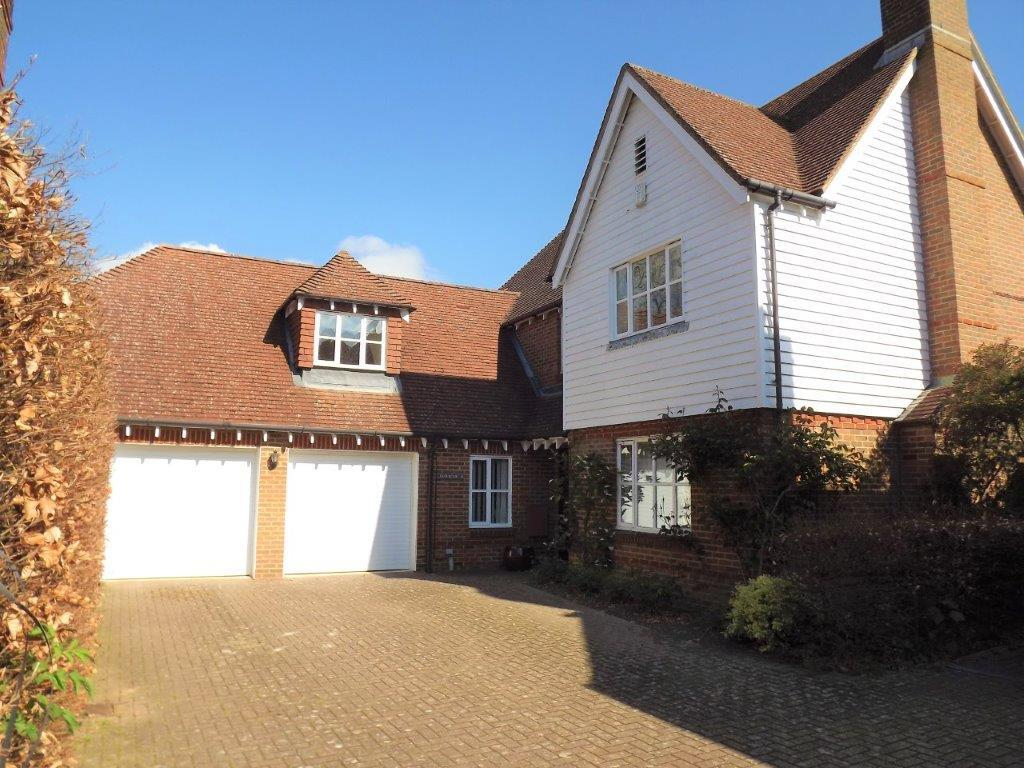 5 Bedrooms Detached House for sale in Hurst Green TN19