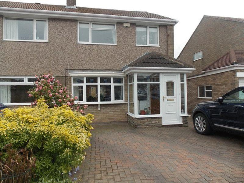 3 Bedrooms Semi Detached House for sale in Shearwater Way, South Beach, Blyth