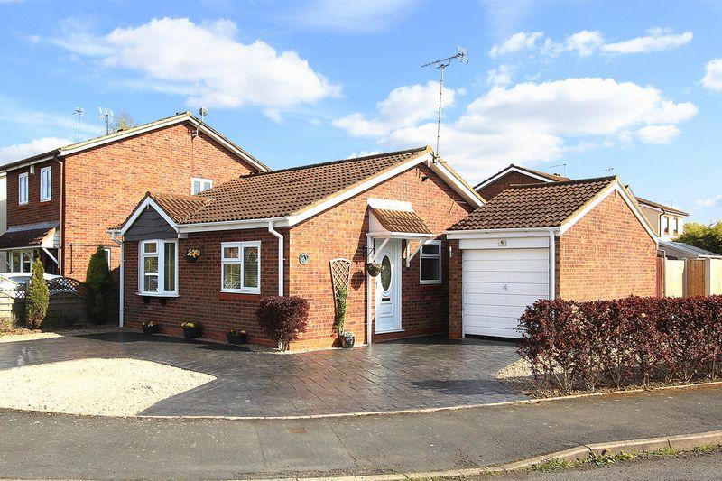 2 Bedrooms Detached Bungalow for sale in PERTON, Cunningham Road