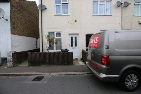 3 bedroom cottage to rent - Albion Road,  HOUNSLOW, TW3
