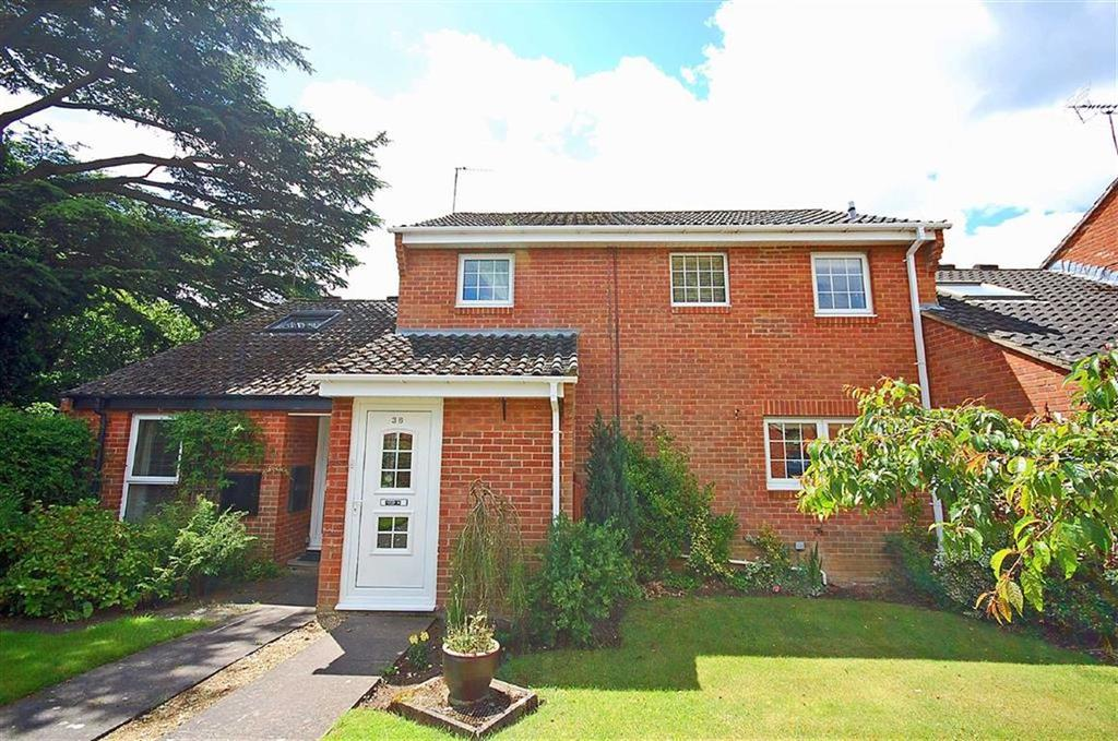 3 Bedrooms Terraced House for sale in King George Close, Charlton Park, Cheltenham, GL53